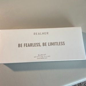 REALHER Be Fearless, Be Limitless Blush Kit